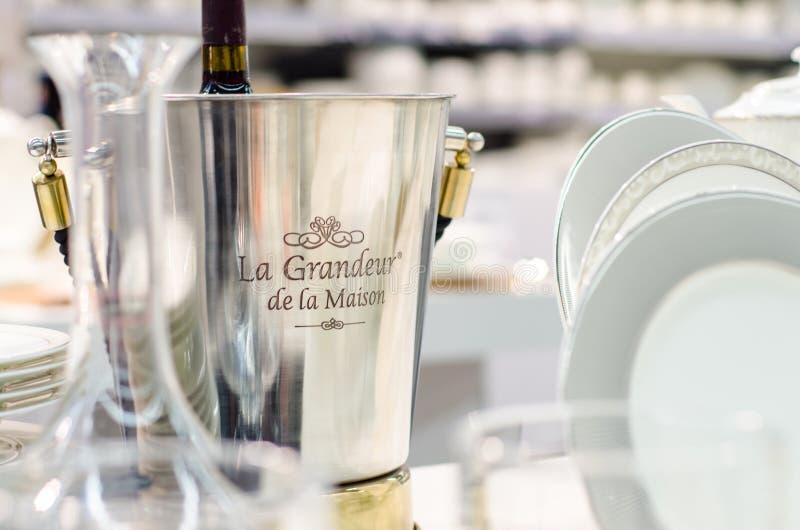 Kyiv, de Oekraïne - Januari 27, 2019: De champagneemmer van La Grandeur DE La Maison stock afbeelding