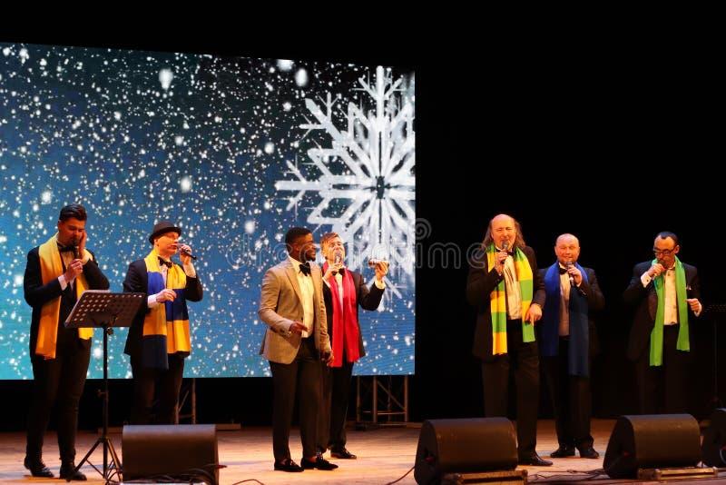 Kyiv, de Oekraïne - Januari 16, 2019 Oekraïense jazz en de volksband Mansound van acapellazangers sextet Kerstmisoverleg in de za royalty-vrije stock fotografie