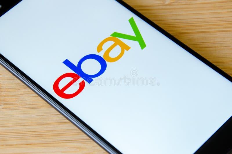 Kyiv, de Oekraïne 12 Juli, 2018: eBay embleem op Nota 5 van het schermxiaomi Redmi royalty-vrije stock foto's