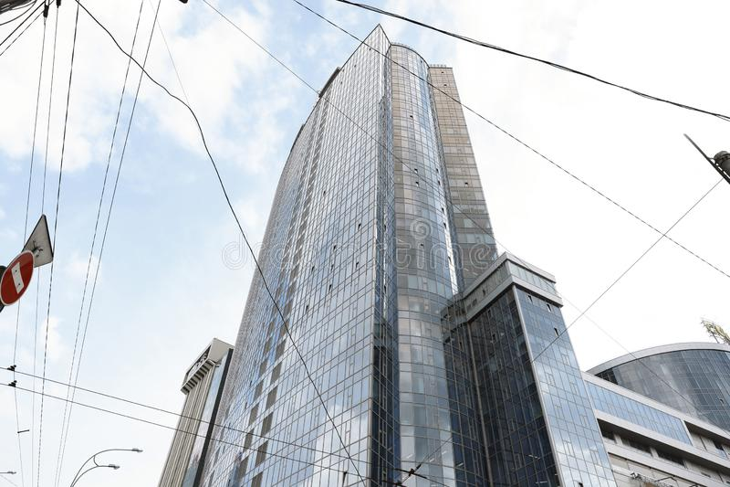 KYIV, DE OEKRAÏNE - MEI 21, 2019: Mooie lage mening van modern winkelcomplex GULLIVER, stock foto's