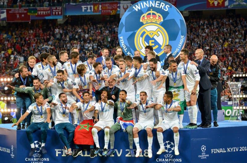KYIV, DE OEKRAÏNE - MEI 26, 2018: Voetballers van Real Madridcelebra stock foto's