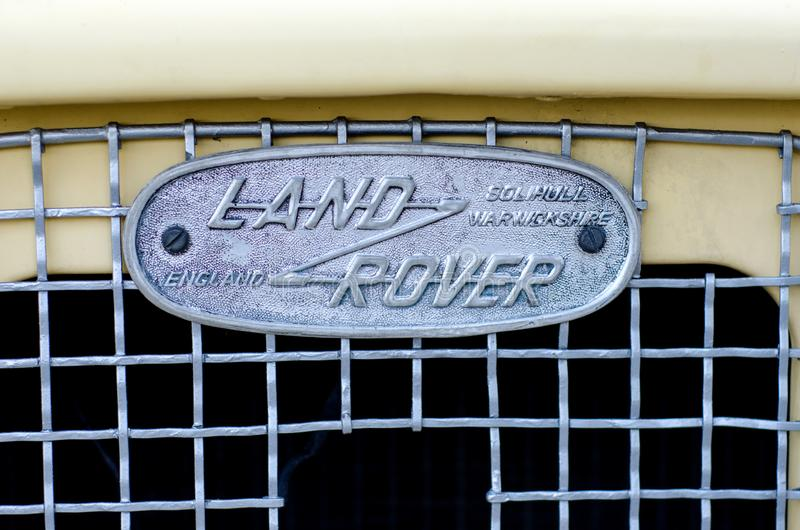 Kyiv, de Oekraïne - September 30, 2018: Oud Land Rover Logo stock foto