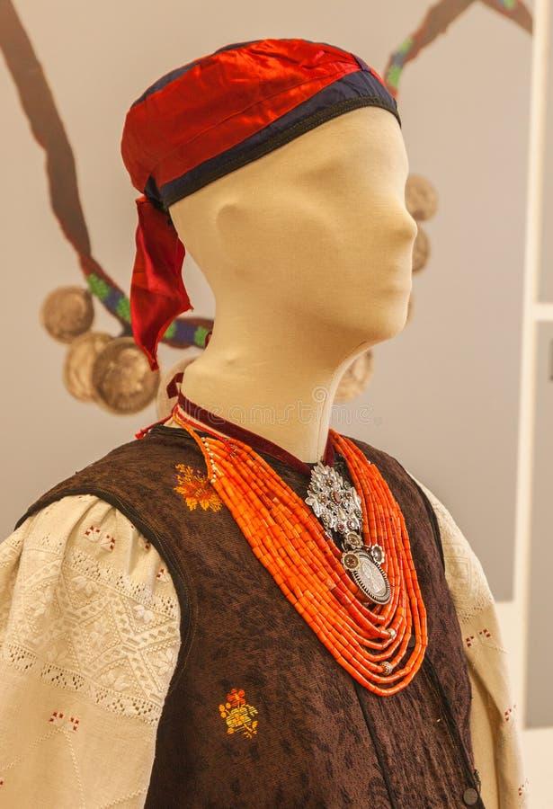KYIV, DE OEKRAÏNE: tentoonstelling van Oekraïense oude nationale juwelen binnen royalty-vrije stock afbeeldingen