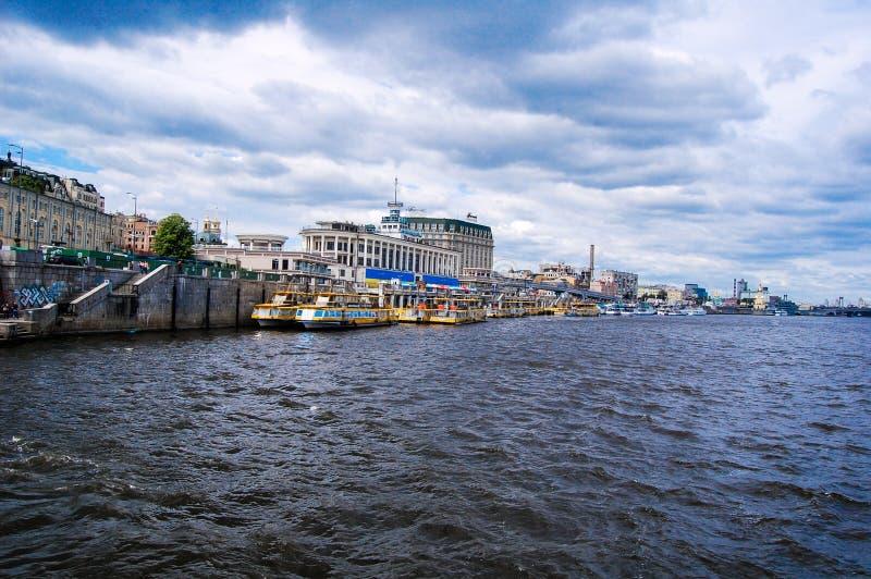 Kyiv Estação de caminhos-de-ferro do rio foto de stock royalty free