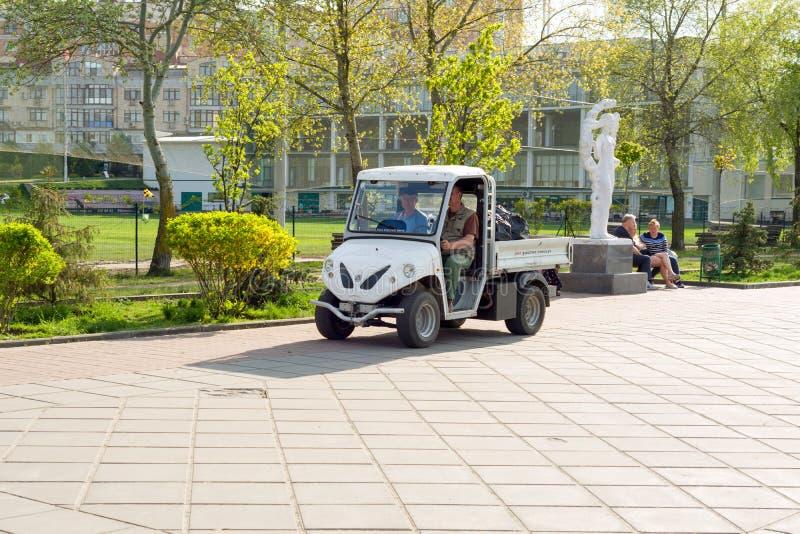 Kyiv, MA, Umhüllungspark des Elektroautos 29-04-2018 stockbild