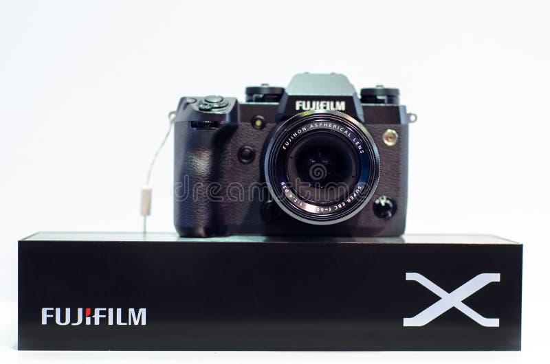 Kyiv, Ucr?nia - 12 de abril de 2019: C?meras de Mirrorless da s?rie de Fujifilm X foto de stock royalty free