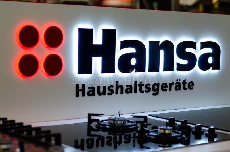 Kyiv, Ucrânia - 9 de fevereiro de 2019: Hansa Logo na loja Hansa é um tipo europeu conhecido de aparelhos eletrodomésticos imagem de stock
