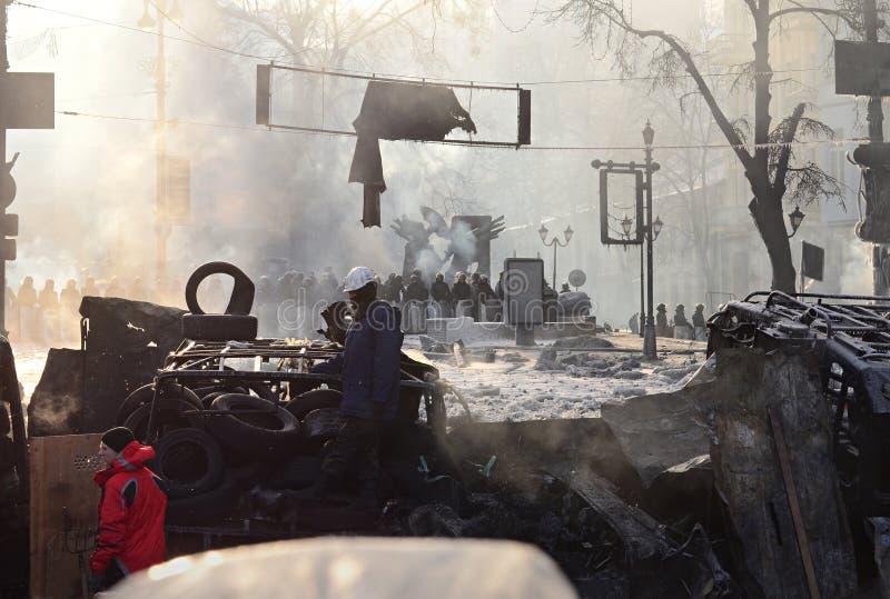 KYIV, UCRÂNIA – 26 DE JANEIRO DE 2014. Barricadas dentro  imagem de stock royalty free