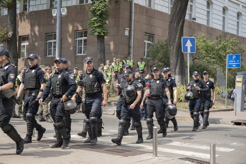 Kyiv/Ucrânia - 23 de junho de 2019: batalhão dos agentes da polícia na cidade fotografia de stock royalty free