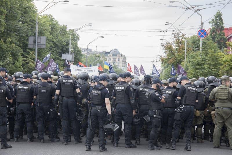 Kyiv/Ucrânia - 23 de junho de 2019: batalhão dos agentes da polícia na cidade imagens de stock royalty free