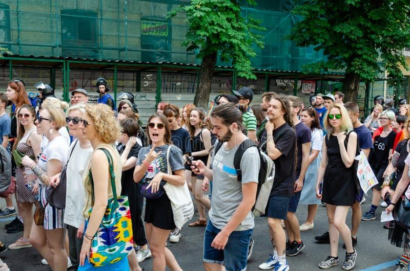Kyiv, Ucrânia - 23 de junho de 2019 março da igualdade março KyivPride de LGBT Parada alegre foto de stock