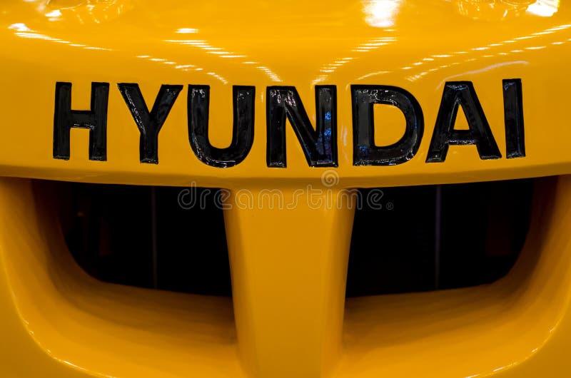 Kyiv, Ucrânia - 22 de novembro de 2018: Logo Hyundai na empilhadeira fotos de stock royalty free
