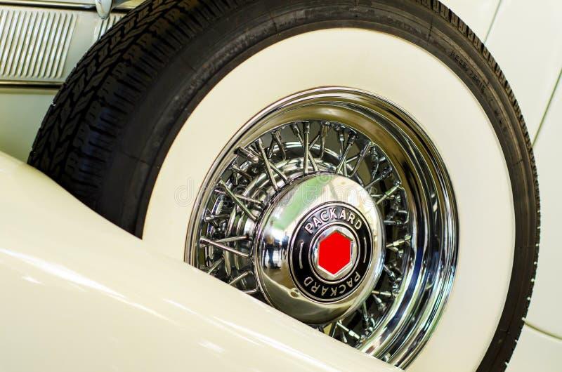 Kyiv, Ucrânia - 30 de setembro de 2018: Logotipo de Packard na roda Festival de OldCarLand imagens de stock royalty free
