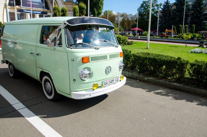 Kyiv, Ucrânia - 30 de setembro de 2018: T2 do transportador de Volkswagen Festival de OldCarLand fotos de stock royalty free