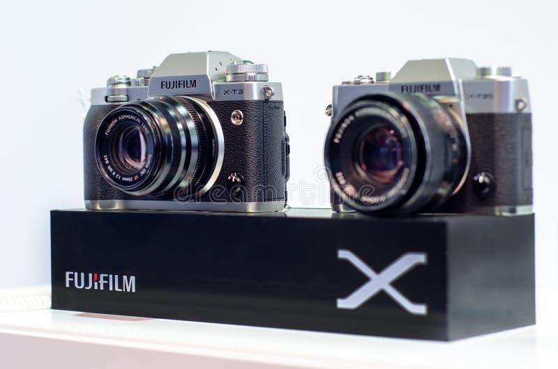 Kyiv, Ucr?nia - 12 de abril de 2019: C?meras de Mirrorless da s?rie de Fujifilm X fotografia de stock royalty free