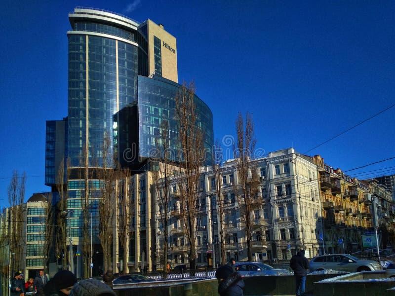 KYIV, UCRÂNIA - 26 de março de 2018, o hotel que constrói Hilton Kyiv imagem de stock royalty free