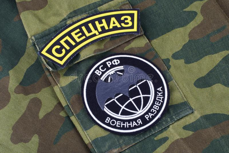 KYIV, UCRÂNIA - fevereiro 25, 2017 Crachá uniforme principal da direção GRU da inteligência do russo imagem de stock