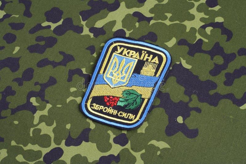 KYIV, UCRAINA - 16 luglio, 2015 Distintivo dell'uniforme dell'esercito dell'Ucraina fotografia stock libera da diritti