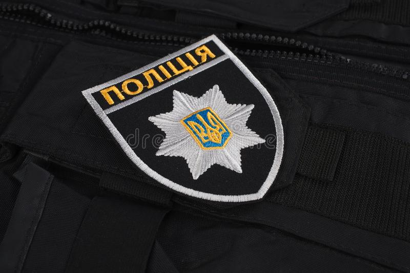 KYIV, UCRAINA - 22 NOVEMBRE 2016: Toppa e distintivo della polizia nazionale dell'Ucraina La polizia nazionale dell'Ucraina unifo fotografie stock