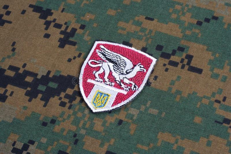KYIV, UCRANIA - julio, 16, 2015 El ministerio de la insignia del uniforme de Ucrania Griffon de los asuntos internos imagen de archivo