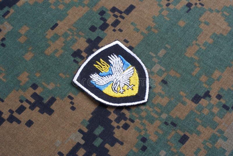 KYIV, UCRANIA - julio, 16, 2015 El ministerio de la insignia del uniforme de Ucrania de los asuntos internos imagen de archivo libre de regalías