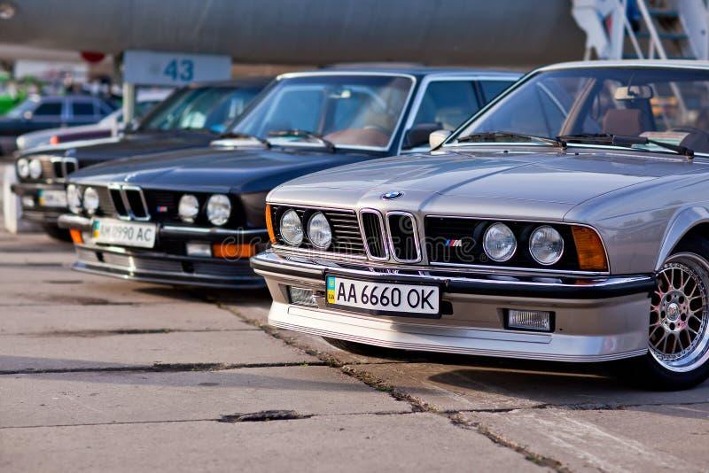 Kyiv Ukraina - 23 APRIL, 2016: BMW M3, M5, M6 på utställningen av gamla bilar - OldCarLand 2016 arkivfoton