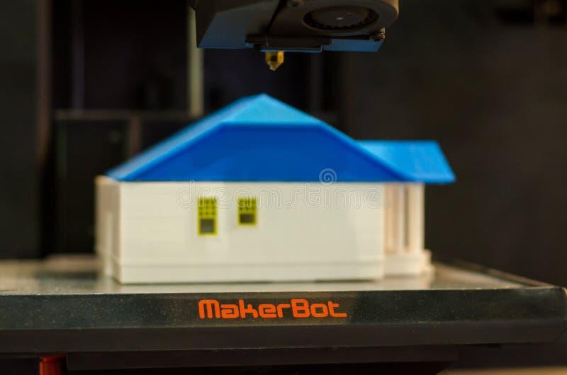Kyiv Ukraina - April 4, 2018: MakerBot skrivbords- skrivare 3D arkivfoto