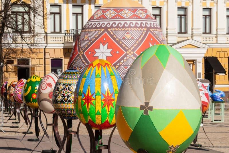 Kyiv UKRAINA - APRIL 07 2018: Påskfestivalen i Kyiv på den Sofiyvska fyrkanten arkivbilder