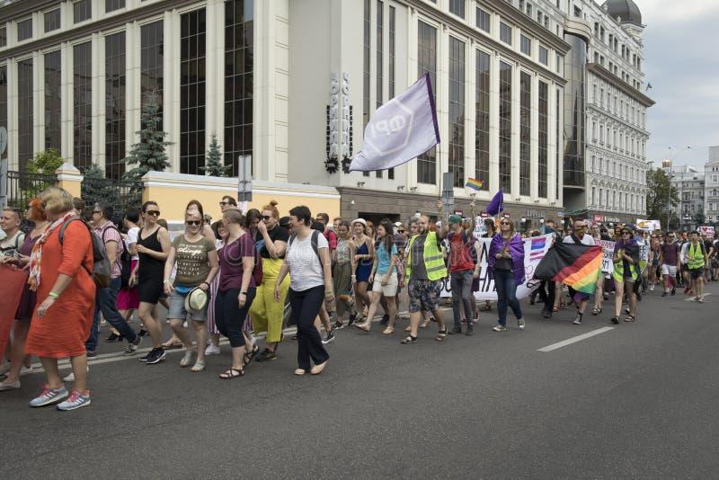 Kyiv, Ukraina Czerwiec 23, 2019 Roczna dumy parada LGBT Gay Pride parada z tęcz flagami i kolorami fotografia royalty free