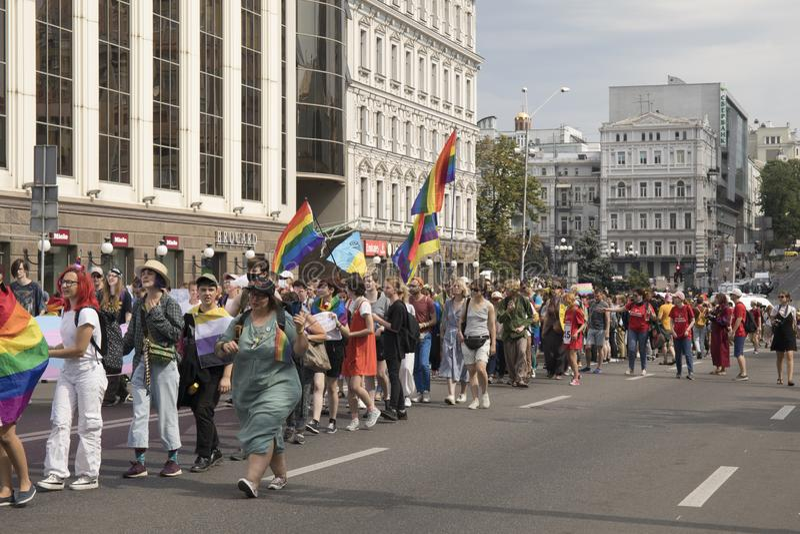 Kyiv, Ukraina Czerwiec 23, 2019 Roczna dumy parada LGBT Gay Pride parada z tęcz flagami i kolorami fotografia stock
