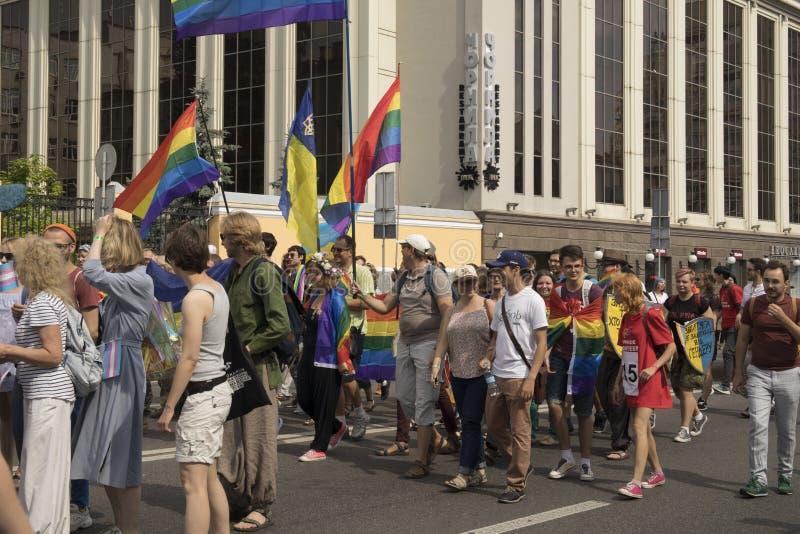Kyiv, Ukraina Czerwiec 23, 2019 Roczna dumy parada LGBT Gay Pride parada z tęcz flagami i kolorami zdjęcia stock