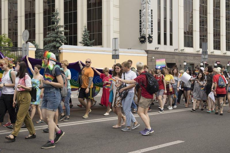 Kyiv, Ukraina Czerwiec 23, 2019 Roczna dumy parada LGBT Gay Pride parada z tęcz flagami i kolorami obraz stock