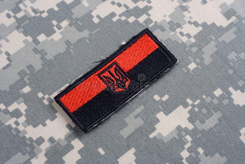 KYIV UKRAINA - Juli, 16, 2015 Emblem för lapp för Ukraina arméflagga enhetligt royaltyfri bild
