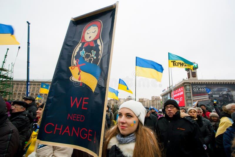 KYIV UKRAINA, NOV, - 28: Dziewczyna z plakatem przeciw fotografia royalty free
