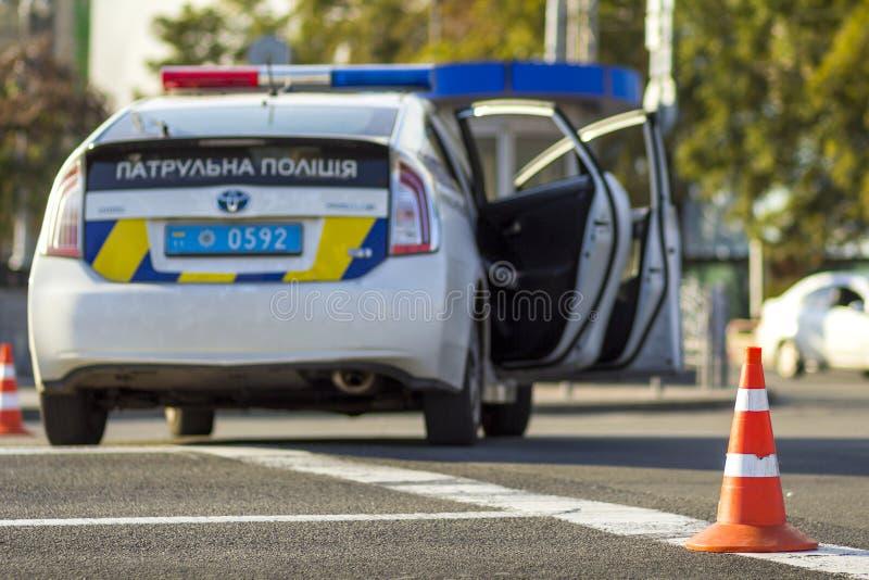 Kyiv Ukraina - November 12, 2017: Ukrainsk patrullpolisbil royaltyfri foto