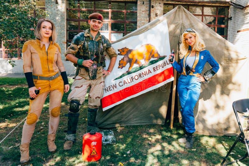 KYIV UKRAINA - SEPTEMBER 9, 2018: Cosplayers som poserar på komiker Co fotografering för bildbyråer