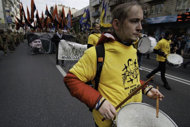 Kyiv, Ukraine - 14 octobre 2015 : Activistes et défenseurs des partis nationalistes ukrainiens image stock