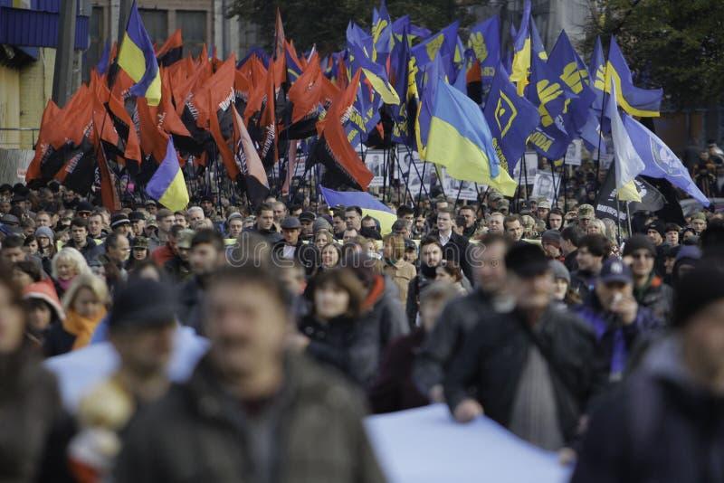 Kyiv, Ukraine - 14 octobre 2015 : Activistes et défenseurs des partis nationalistes ukrainiens photographie stock