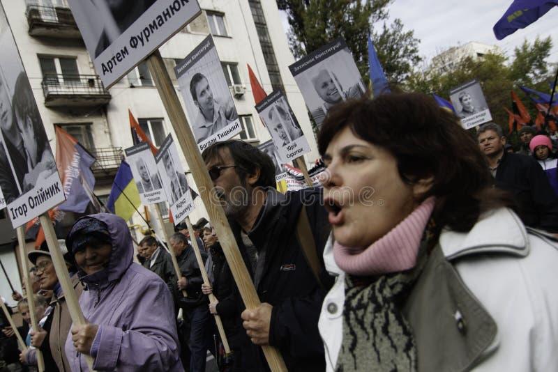 Kyiv, Ukraine - 14 octobre 2015 : Activistes et défenseurs des partis nationalistes ukrainiens image libre de droits