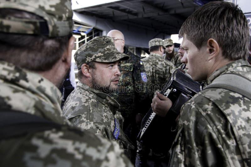 Kyiv, Ukraine - 14 octobre 2015 : Aumônier orthodoxe ukrainien des forces armées ukrainiennes photographie stock libre de droits