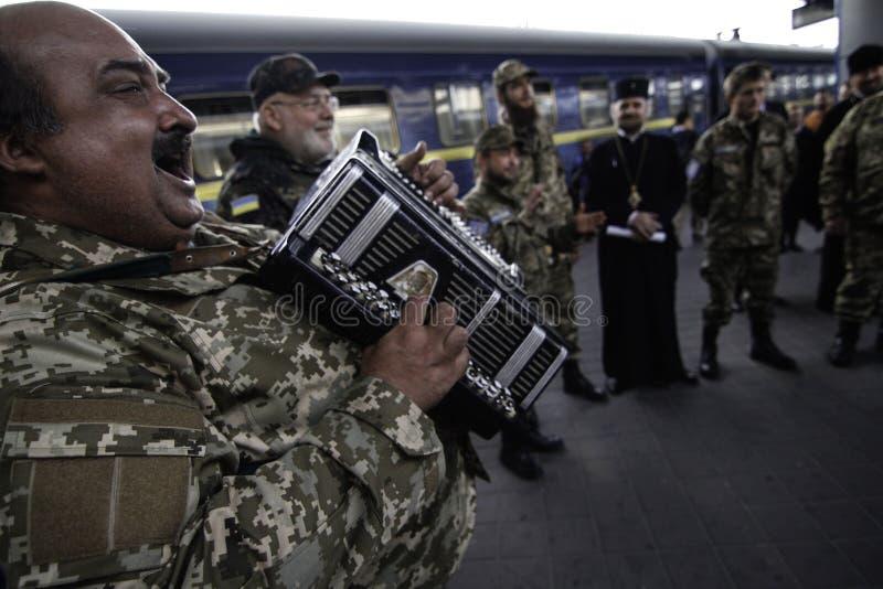 Kyiv, Ukraine - 14 octobre 2015 : Aumônier orthodoxe ukrainien des forces armées ukrainiennes image stock