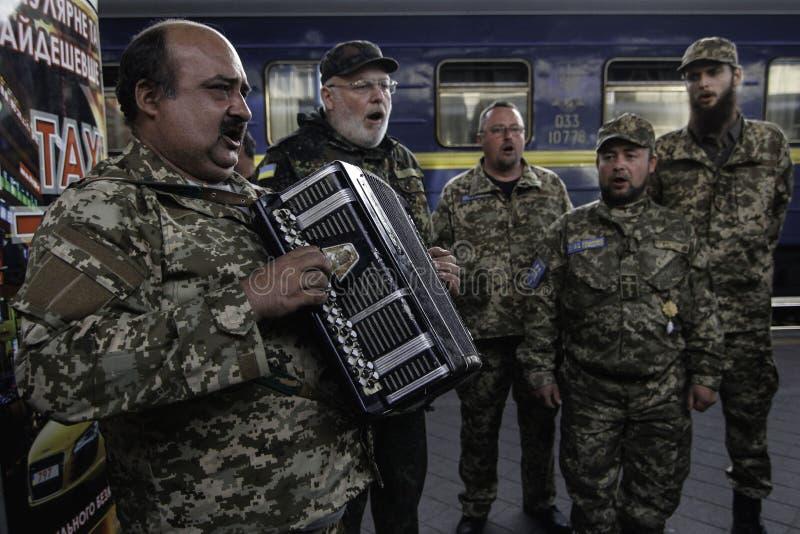 Kyiv, Ukraine - 14 octobre 2015 : Aumônier orthodoxe ukrainien des forces armées ukrainiennes photos stock