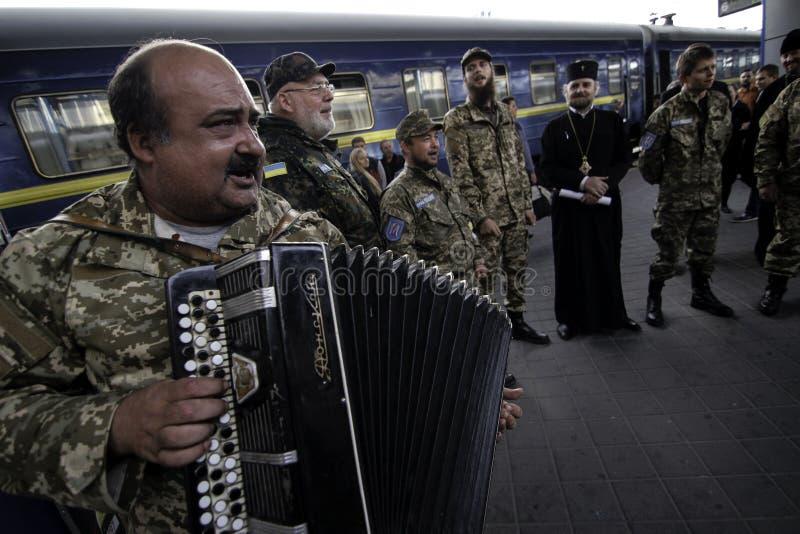 Kyiv, Ukraine - 14 octobre 2015 : Aumônier orthodoxe ukrainien des forces armées ukrainiennes photos libres de droits