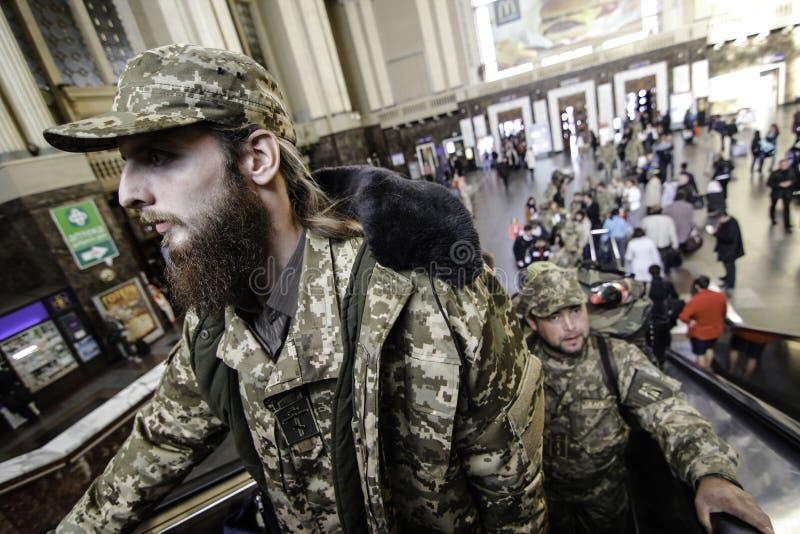 Kyiv, Ukraine - 14 octobre 2015 : Aumônier orthodoxe ukrainien des forces armées ukrainiennes images libres de droits