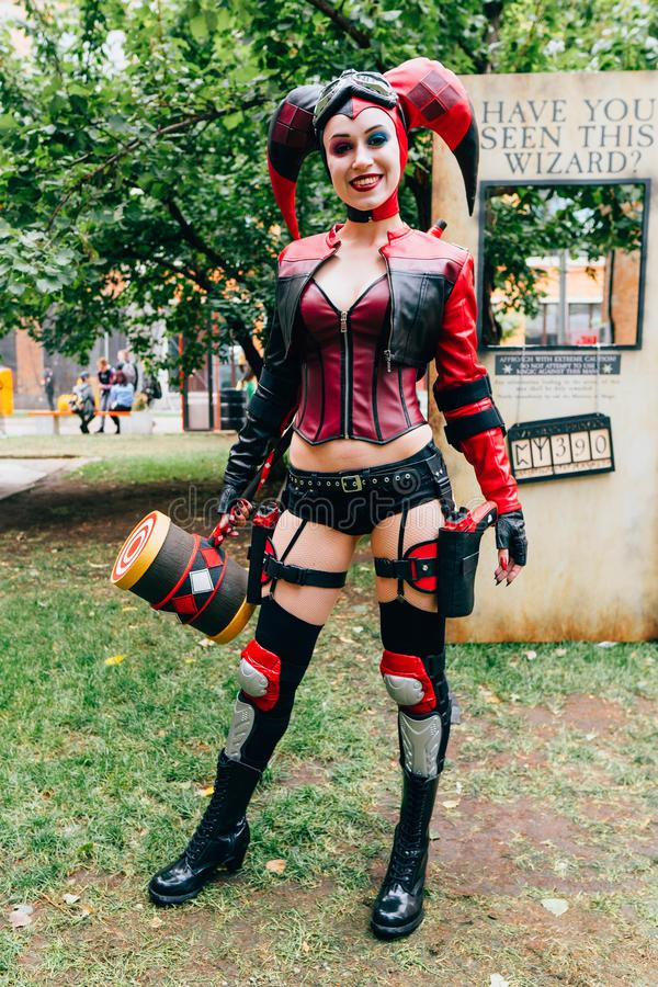 KYIV, UKRAINE - 9 SEPTEMBRE 2018 : Pose de cosplayer de Harley Quinn photos stock