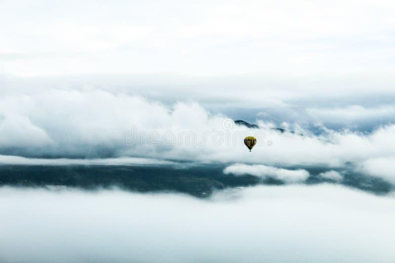 Kyla skyen fotografering för bildbyråer