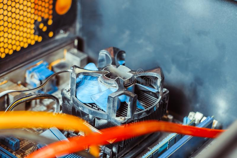 Kylare på processorn royaltyfria bilder