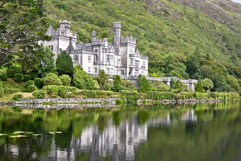 Kylemore abbotskloster, Connemara som är västra av Irland royaltyfri bild