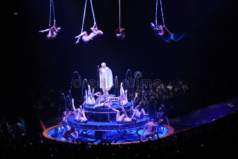 Kylie Minogue im Konzert lizenzfreies stockbild