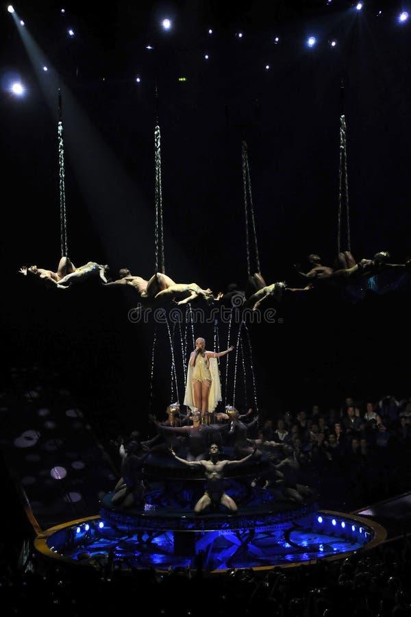 Kylie Minogue im Konzert lizenzfreie stockfotos